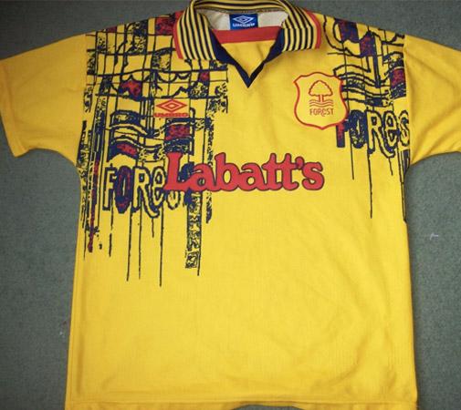 lelijk voetbalshirt Nottingham Forest